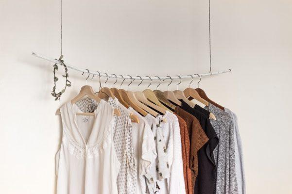 kledingstuk kleding garderobe kleding weggeven