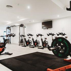 fitness school studio spinning gewichten