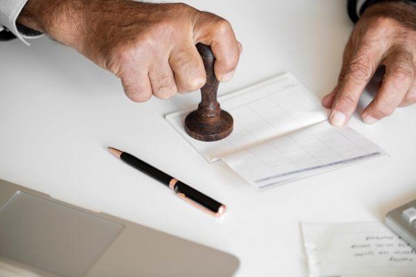 stempel bij de notaris halen