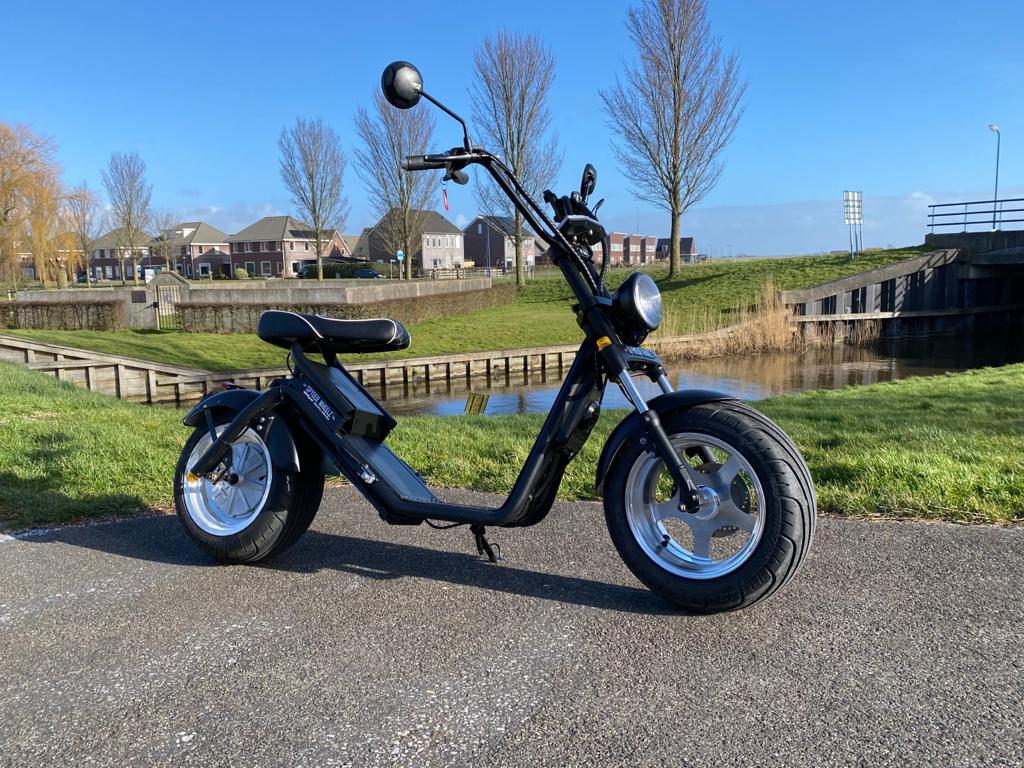 ga de omgeving van steenwijk en giethoorn verkennen op een stoere elektrische scooter